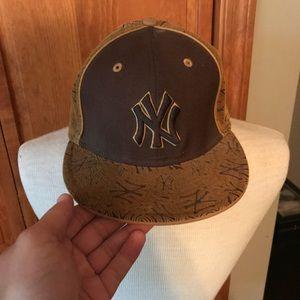 Fuzzy Yankee hat like new